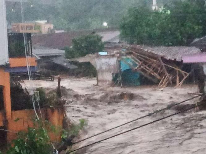 Banjir Bandang Menerjang Daerah Cicurug, Cibuntu Sukabumi