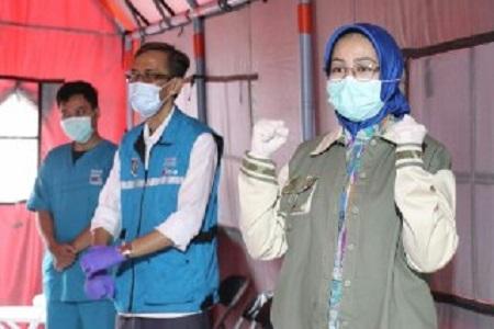 Walikota Tangerang Selatan Lepas Pasien Covid-19 Yang Berhasil Sembuh
