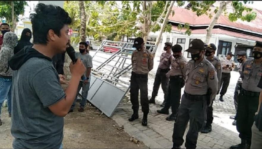 Seruan Aksi Warga Tuntut Pemda Wakatobi Perbaiki Layanan Terhadap Masyarakat