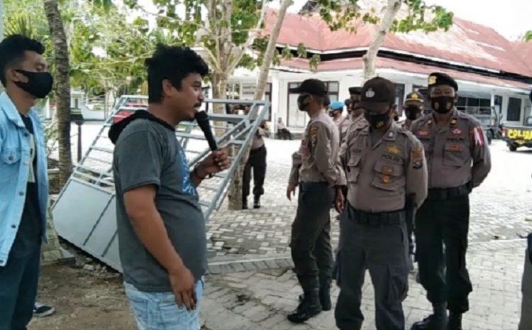 """""""Pembagian BST Di Wakatobi Tidak Merata"""" Rakyat Bawa Bom Ke Kantor Bupati Wakatobi"""