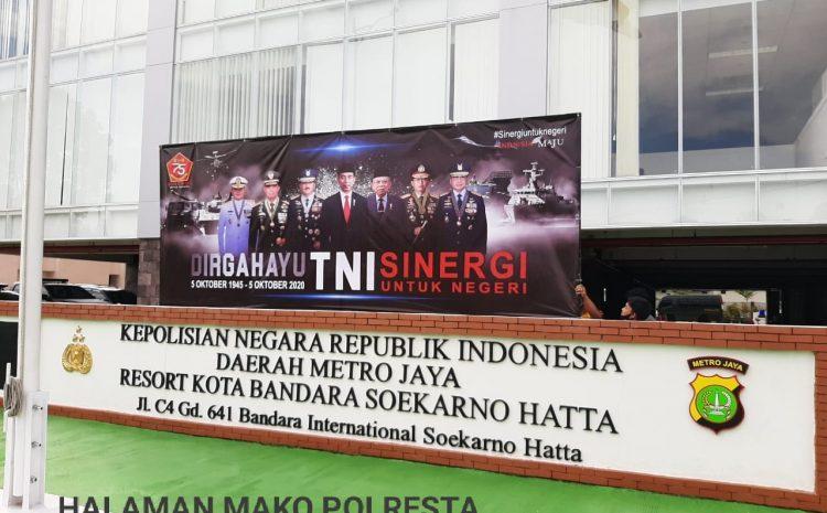Sambut HUT TNI Ke 75, Polresta Bandara Soekarno-Hatta Pasang Spanduk Dirgahayu HUT TNI