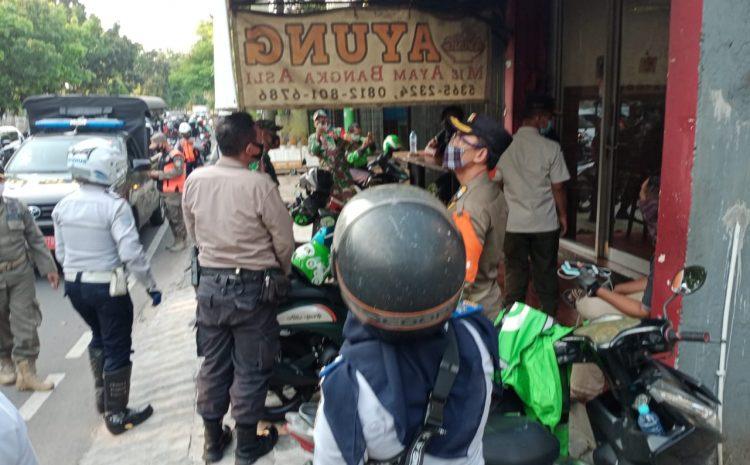 Petugas Gabungan Edukasi Warga Kebon Jeruk Jakarta Barat