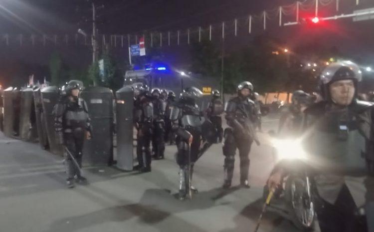 Polisi Halau Pendemo Antisipasi Penjarahan Di Plaza Medan Fair