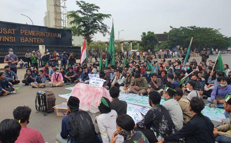 Aksi Damai HMI Di DPRD Banten Terkait Pengesahan UU Omnibuslaw