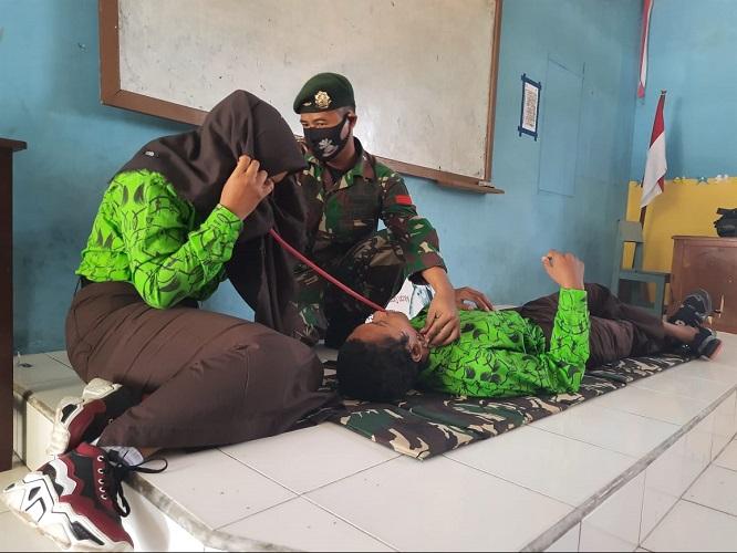 Satgas Yonif MR 413 Bremoro Ajarkan Materi TTV Kepada Siswa SMA Jayapura