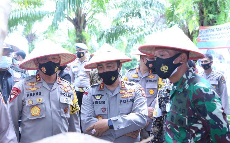 Kabaharkam Polri Kunker Dan Memberikan Penyerahan Hadiah Di Bangka Belitung