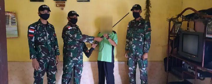 Satgas Pamtas RI-Malaysia Yonif 642/Kapuas Kembali Terima 1 Pucuk Senjata Dari Warga