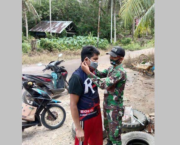 Peringati HKN Ke-56, Satgas Yonif 642 BersamaStakeholderBagikan Masker Dan Sosialisasikan Protokol Kesehatan