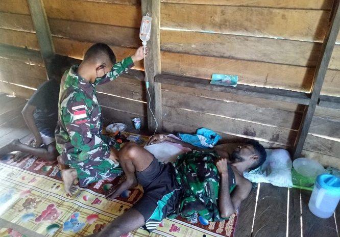 Malaria Kambuh Pria Warga Kampung Toray Mendapat Perawatan Dari SatgasPamtasYonif 125/Simbisa