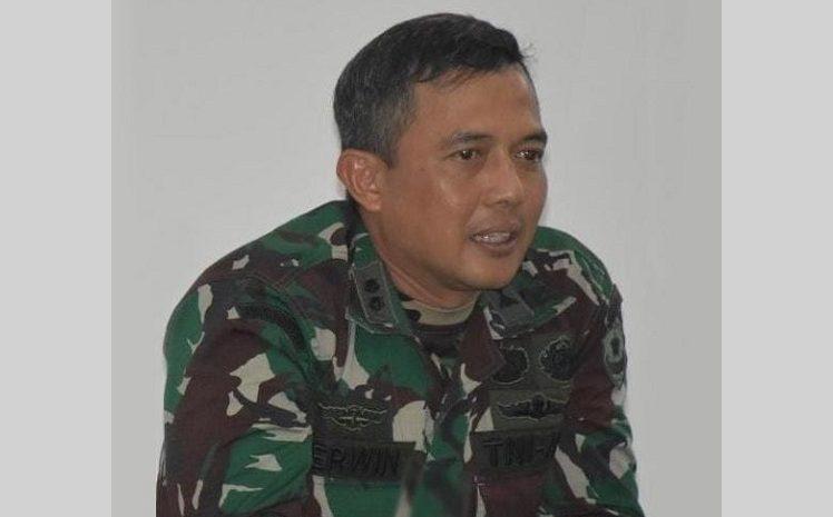 Kapendam Jaya Klarifikasi Penumpang Wanita Berbaju Kotak-kotak Naik Ranpur TNI Seorang Jurnalis