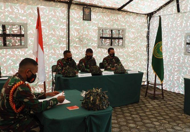 Tim Hukum Satgasrat Brigif R-9/DY Kostrad Gelar Simulasi Sidang Pertempuran