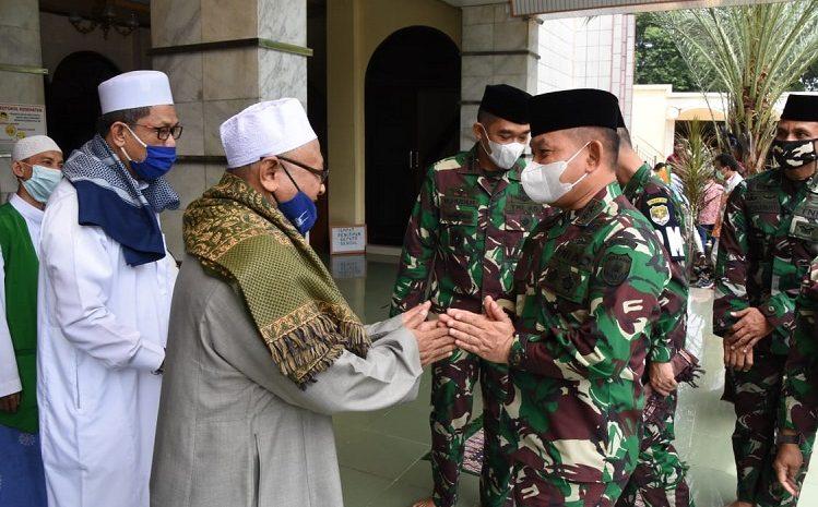 Pangdam Jaya Laksanakan Manunggal Jum'at di Mesjid Jami' Al- Munawwar Pancoran Barat