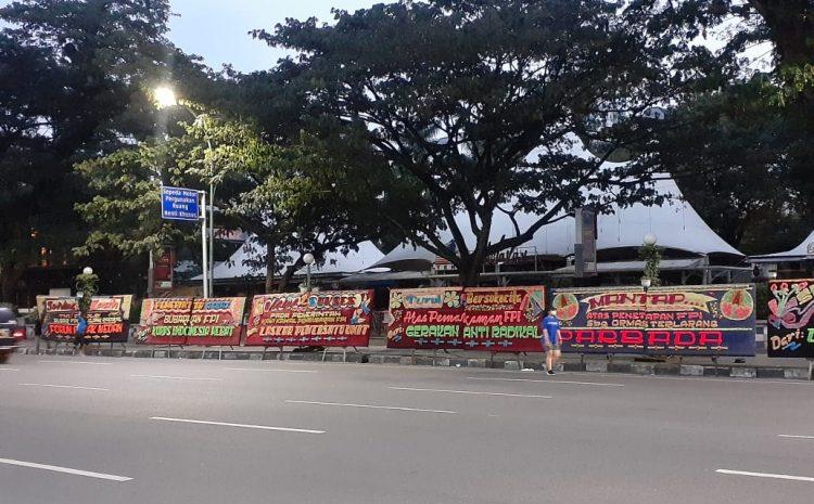 Puluhan Elemen Masyarakat Sumut Kirim Karangan Bunga Dukung Pembubaran FPI