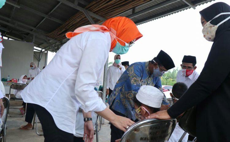 Walikota Tangsel Berikan Santunan Yatim Di 6 Kelurahan Di Kecamatan Setu