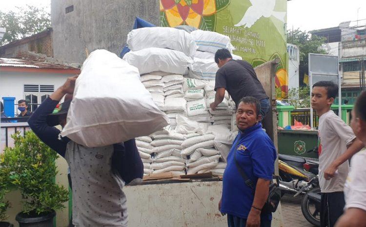Kabaharkam Polri Kirim Bantuan 15 Ton Beras Dan 750 Dus Mie Instan Untuk Korban Banjir Kota Medan