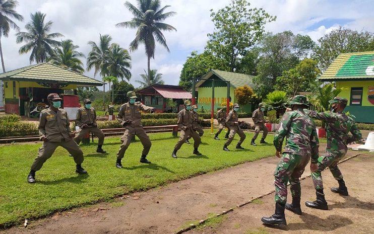 Satgas Pamtas Yonif 125/Simbisa Ajarkan Materi Bela Diri Kepada Linmas Kampung Toray