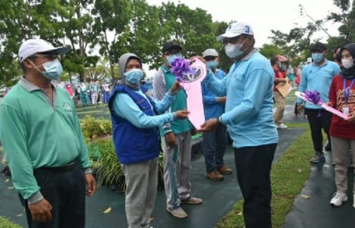 Wakil Walikota Baubau Menyerahkan Secara Simbolis Mobil Tim Gerak Cepat Penanggulangan Luar Biasa