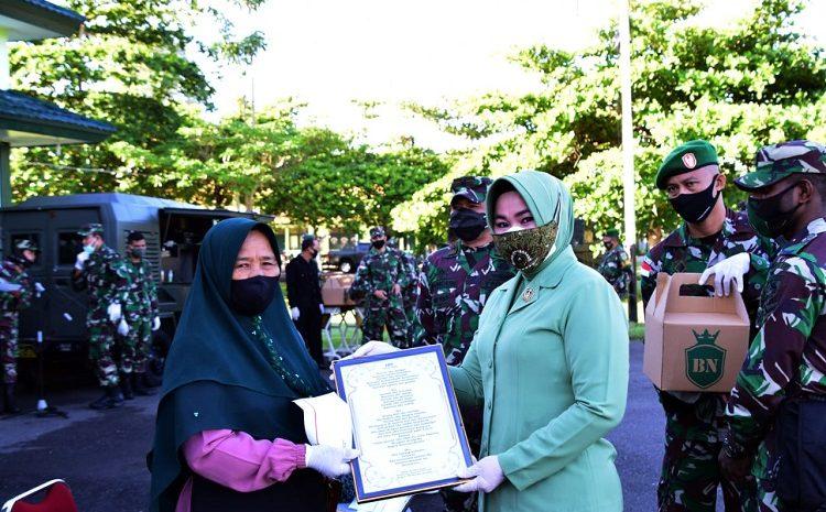 Peringati Hari Ibu ke-92,Danrem Merauke Brigjen TNI Bangun Nawoko Berikan Tali Asih Kepada Pedagang Keliling