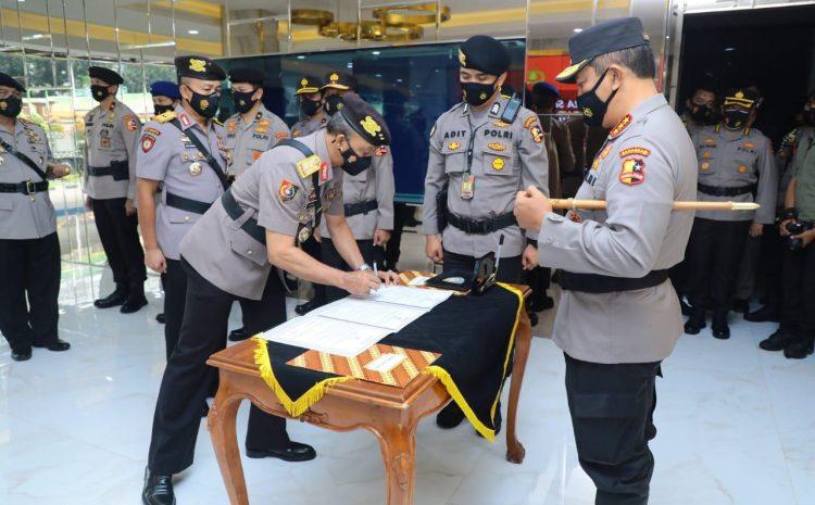 Komjen Pol Agus Andrianto Pimpin Upacara Sertijab 5 Pejabat Utama Baharkam Polri