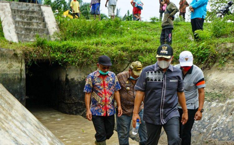 Bupati Batu Bara Turun Ke Gorong Gorong Pintu Air Sungai Serba Jadi