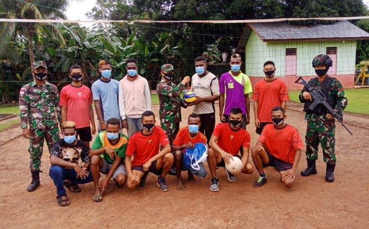 Tingkatkan Minat Olahraga Pemuda Kampung Toray, Satgas Pamtas Yonif 125/SMB Sumbangkan Net & Bola Voli
