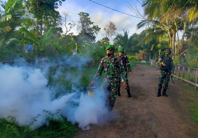 Cegah Malaria Dan Demam Berdarah, Satgas Pamtas Yonif 125/SMB Lakukan Fogging Dikampung Kondo