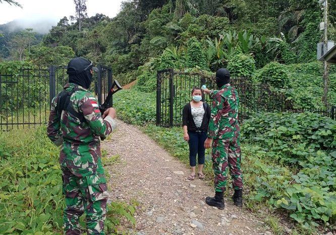 Dua Orang Pekerja Migran Indonesia Ilegal Diamankan Personel SatgasPamtasYonif 642/Kapuas