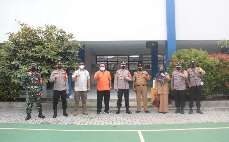 Kapolres Metro Tangerang Kota Kombes Pol Deonijiu De Fatima, SH., S.I.K Tinjau Proses Kegiatan Pembagian (BST) Dari Kemensos RI Untuk Masyarakat Wilayah Batu Ceper