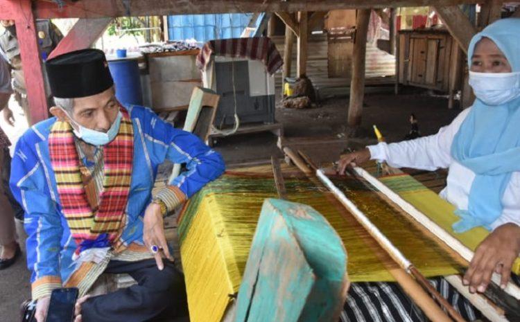 H. AS Tamrin : Pemerintah Telah Beri Bantuan Pada Pengrajin Tenun