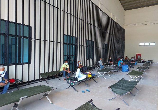 Penanganan Covid-19 Diperbatasan Wilayah Kalbar, Satgas Yonif 642 Laksanakan Pengawasan Terhadap PMI Dari Malaysia