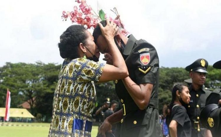 Tangis Haru Warnai Pelantikan 1.000 Bintara Otsus Orang Asli Papua