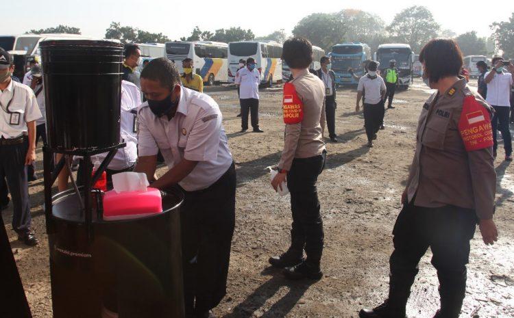 PolresTa Bandara Soetta Melaksanakan 3T dan Bhakti Sosial di Penampungan Bis Perum Damri