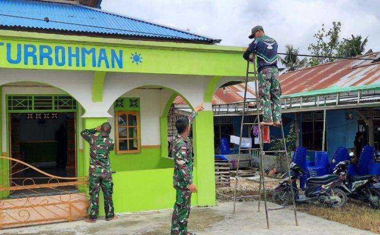 Satgas Pamtas Yonif 131Bantu Warga Renovasi MusholahDi Kampung Sanggaria Papua