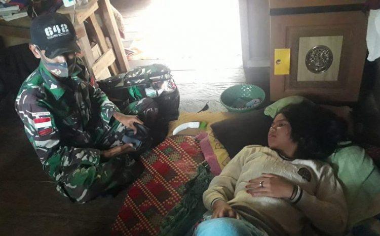 Sembari Menunggu Waktu Berbuka, SatgasPamtasYonif 642 Berikan Layanan Kesehatan SecaraDoor to Door