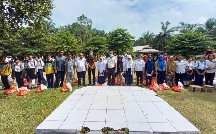 SMP Negeri I Pangakatan, Berikan 47 Paket Sembako Kepada Siswa