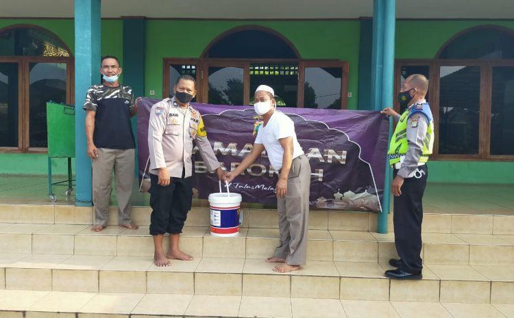 Menyambut Idul Fitri Jajaran PMJ dan DKM Bersih-bersih Masjid Al-Ikhlas Wilkum Polsek Cisauk