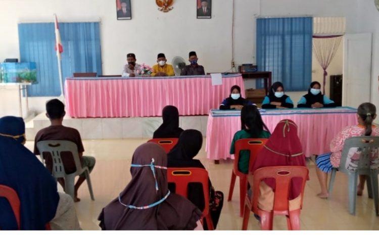 Kades Kampung Padang Bagikan BLT Tahap Pertama Tahun 2021