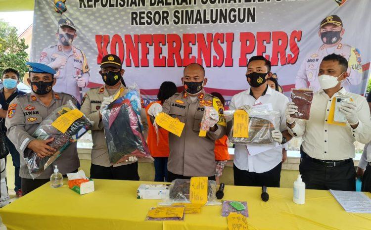 Polres Simalungun Konferensi Pers Motif Pembunuhan Porta Tumanggor Karena Sakit Hati Pelaku Terhadap Korban