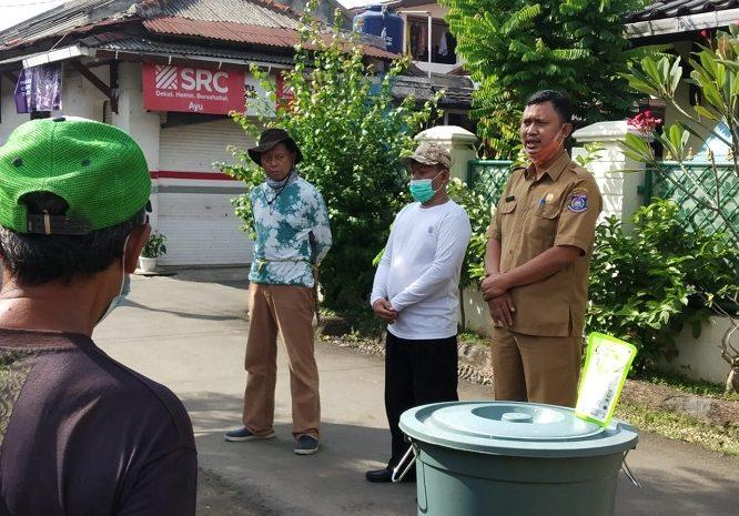 Kelompok BKM Kelurahan Kedaung Laksanakan Pembersihan Saluran Air Got
