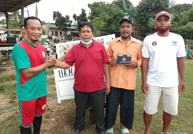 Pimpinan BEGENIN FC Hadiahkan Warga Sepeda Motor Untuk Dagang Keliling