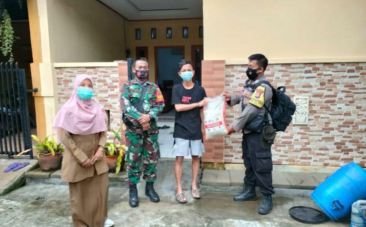 PPKM Darurat, Bantu Warga Sedang Isoman, Polsek Serang Berikan Beras