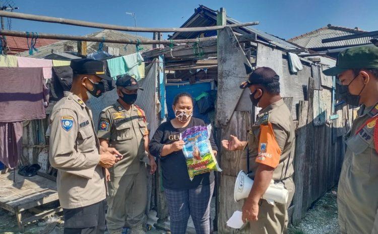 Terdampak PPKM Darurat, Polsek Kepulauan Seribu Utara Salurkan Bansos ke 29 KK di Slum Area Pulau Kelapa