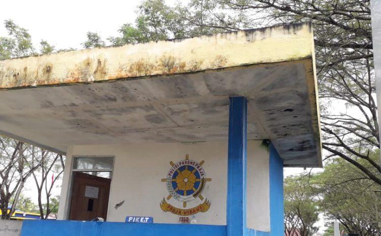 Plafon Pos Penjagaan Satpol PP di Kantor Bupati Mubar Nyaris Ambruk