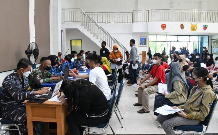 TNI AL – Lantamal XII Melaksanakan Serbuan Vaksin Gabungan TNI-POLRI di Lanut Supadio dan di Universitas Tanjung Pura