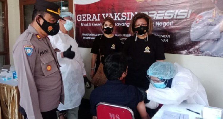 Pejuang Bravo 5 Dan TUJF Relawan Polri, Gelar Serbuan 300 Vaksinasi Di Pamulang Barat