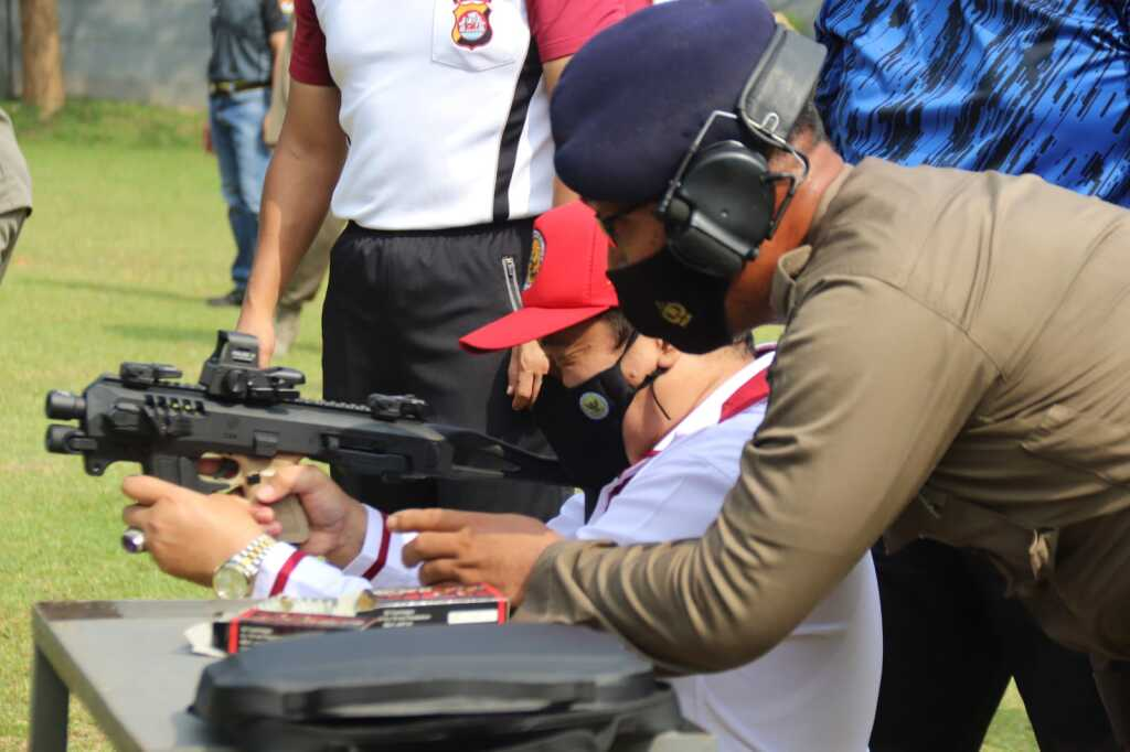 Kapolda Banten Gelar Latihan Menembak Bersama Kajati dan Kompolnas